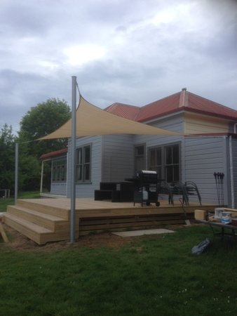 A great use of a 5x5m Square Shade Sail. Picture sent in by Leticia & Glenn from Whakatane, New Zealand\\n\\n6/11/2015 5:49 PM