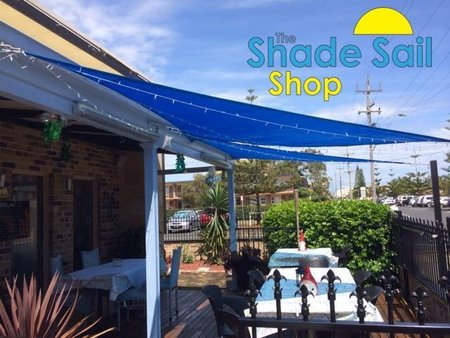 Jan Kelly has used 3 of our blue 3x3x3 triangle shade sails for her restaurants outdoor dining area.\\n\\n11/12/2014 3:12 PM