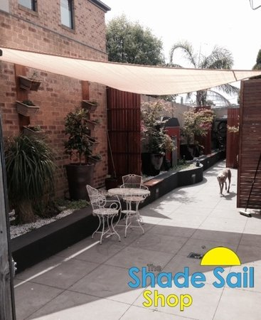 Karl Kent has used a right angled 3x5x5.8 sand shade sail in his lovely courtyard.\\n\\n28/11/2014 2:36 PM