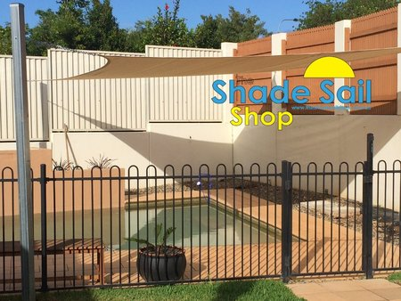 Kate and Scott Pollard used a 5x7 rectangle for their pool area.\\n\\n15/12/2014 5:00 PM