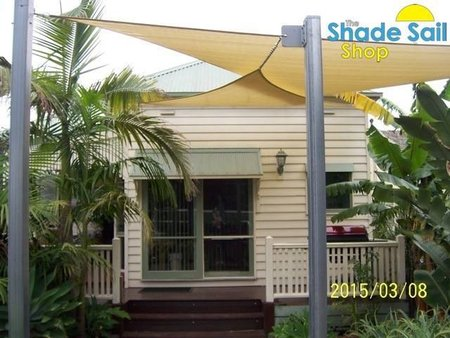 Yvonne and Ian have decked out the front of their lovely property with a combination of triangle shade sails. using galvanised posts with built in eye plates, chain to extend where needed and turnbuckles.\\n\\n2/05/2015 3:28 PM