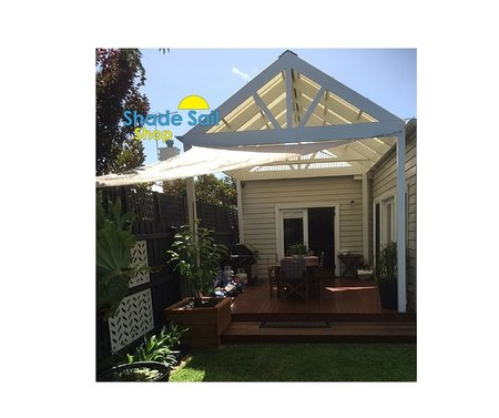 Thanks Melanie for sending in your pictures. Giving shade to her outdoor area is a 3x4x5m sand right angle triangle shade sail\\n\\n16/02/2016 2:59 PM